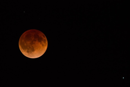 Total_lunar_eclipse_-_full_eclipse_(blood_moon)_April_2014